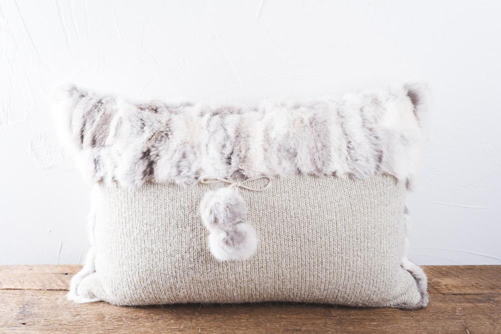 Perfect match with this Rabbit cushion and wool for a rustic décor. Dimensions 60x40.