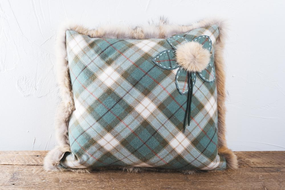 Square cushion made of wolf fur. The back is embellished by a Scottish pattem fabric and flower made with the same fabric. Dimensions 45x45 cm.